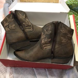Brown cowgirl booties
